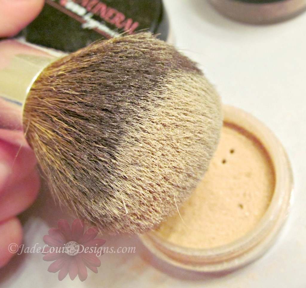 Full coverage Kabuki brush Mineral makeup