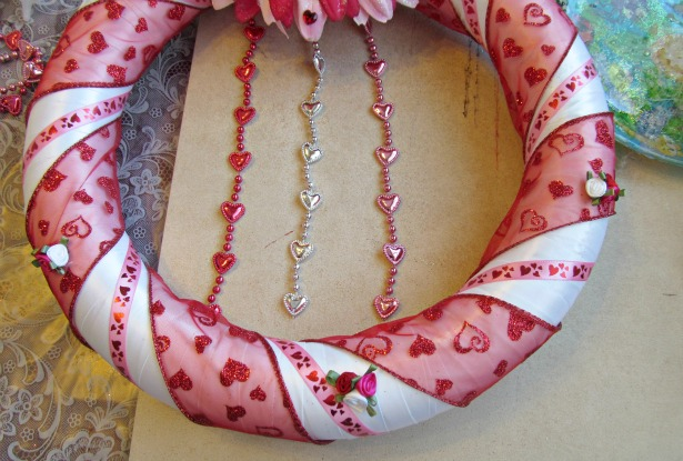 Crafts for Valentines, Fun and easy DIY Valentines Day Wreath #Valentinesday