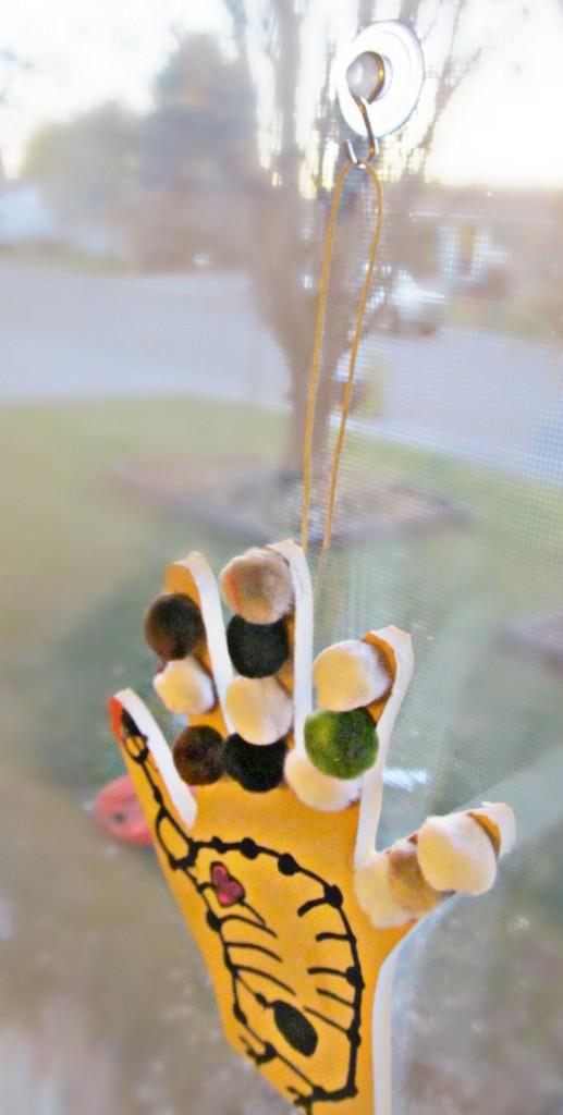 Thanksgiving Crafts: DIY Hanging Turkey Hands #GluenGlitter Kids craft