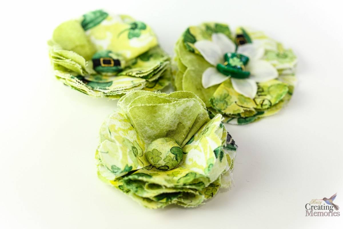 Canapé Shabby Chic diy fabric flowers tutorial; how to make a shabby chic