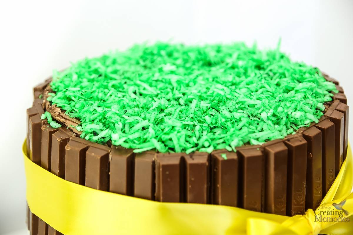Easy DIY Easter Kit Kat Cake Tutorial for a stunning Holiday Centerpiece