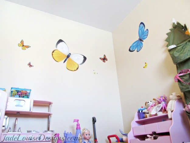 How to Easily Decorate a Room with Reusable Vinyl Wall Art; Walls Need Love too!