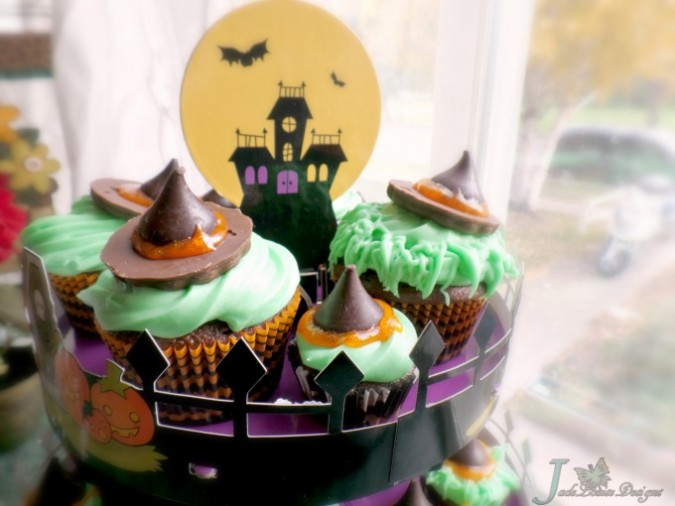 Halloween Cupcake Ideas, Witch Hat Cupcakes with Sweet Creations  #goodcookcom, #goodcookkitchenexprt #sweetcreations