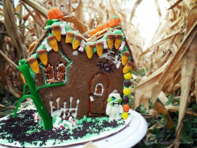 DIY Halloween Gingerbread House Haunted House Treats #goodcookcom, #goodcookkitchenexprt #sweetcreations