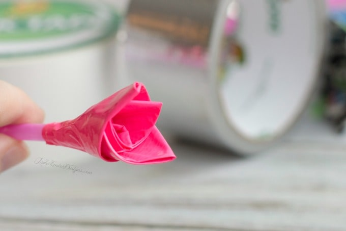 Duck Tape Crafts: How to make Duck Tape Roses for Valentine's Day #DuckValentine