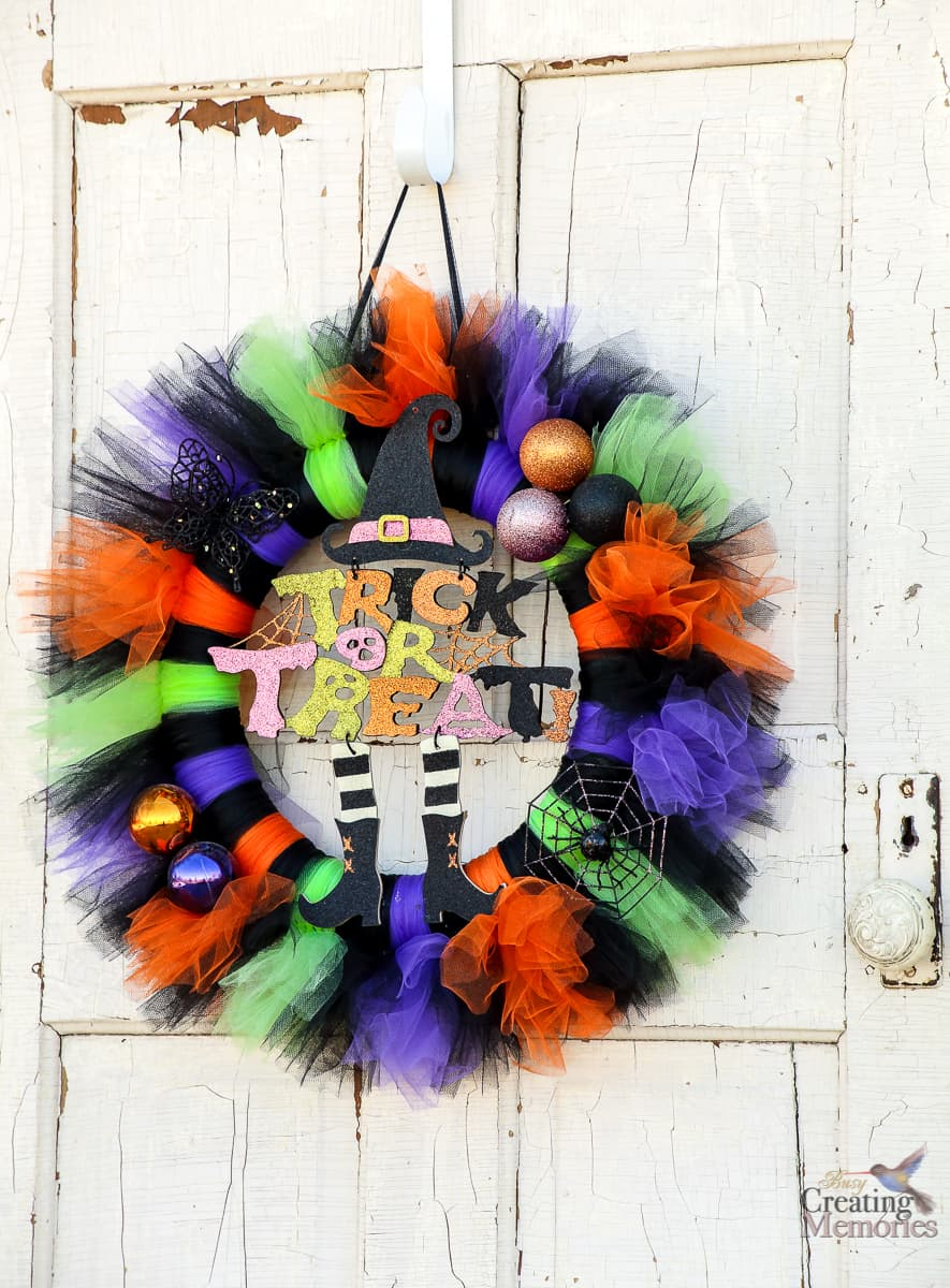 How to Make an Easy Tutu Halloween Wreath Tutorial for your front porch