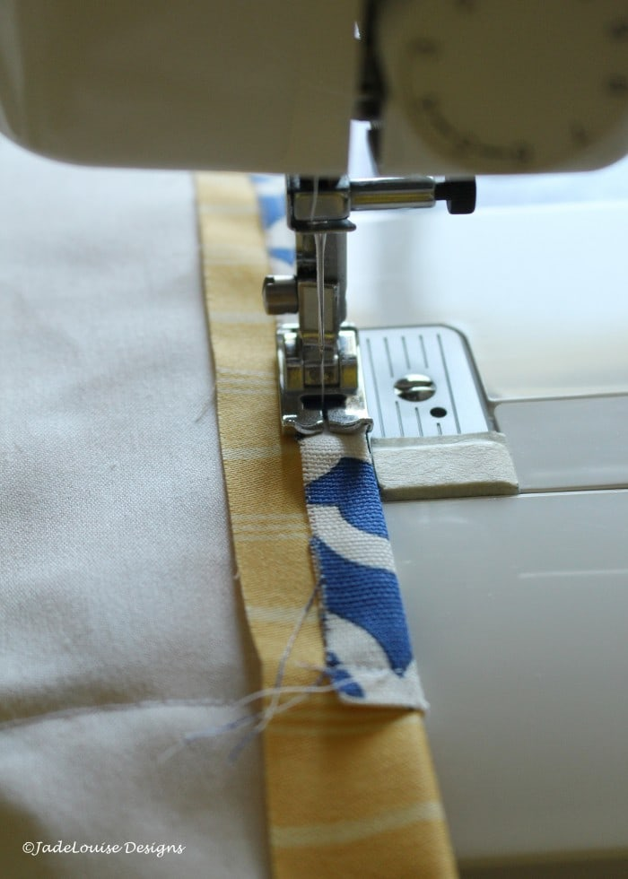 Finishing the edges of the easy sew table runner