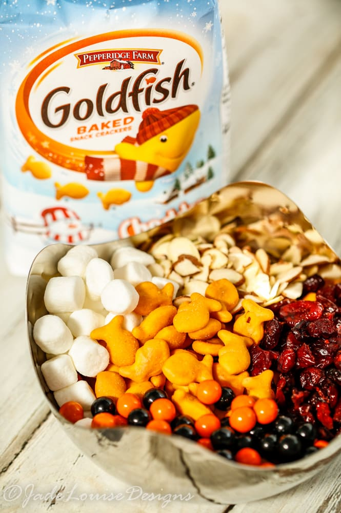 Goldfish snacks trail mix for fun holiday travel for Gold fish snacks