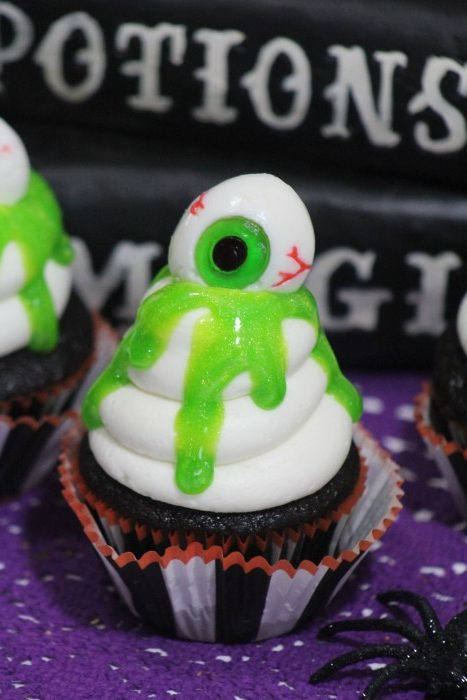 Fun and Spooky Halloween Cupcakes to complete your Halloween Party! Slime Eyeball Cupcakes are easy to make and make great table pieces for any party!