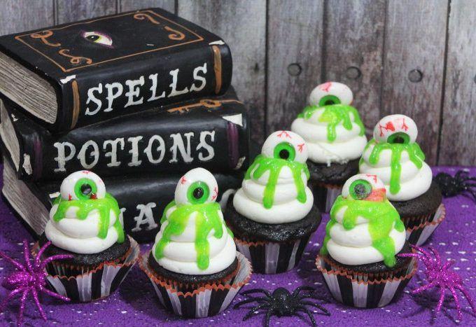 Slime Eyeball Halloween Cupcakes