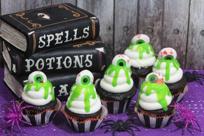 Slime Eyeball Halloween Cupcakes