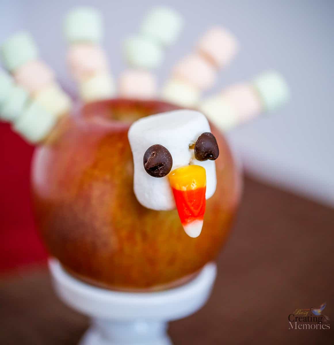 Apple Turkey Edible Thanksgiving Craft that kids love