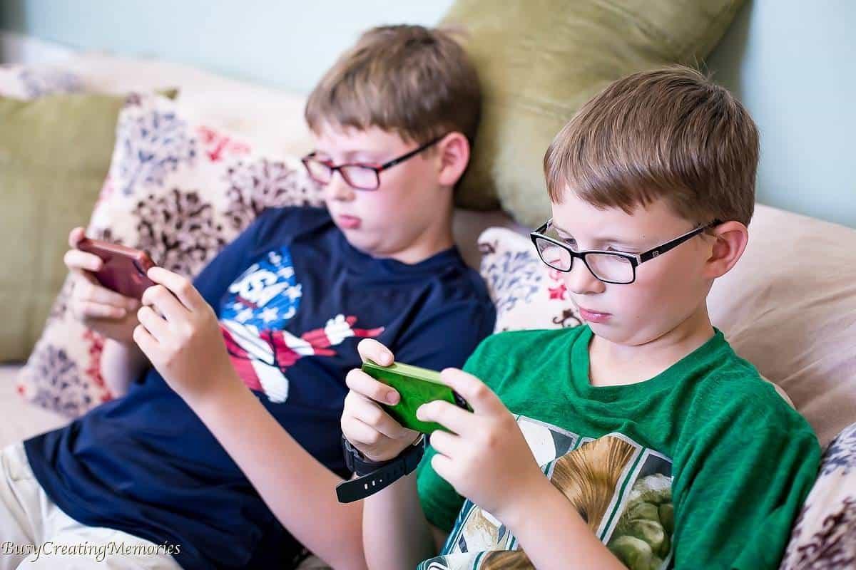 How To Teach Kids Responsible Screen Time + Free Printable