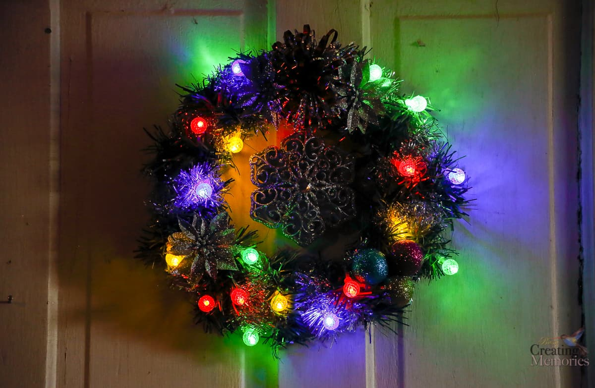 How to make an easy diy lighted christmas wreath for under 20 solutioingenieria Gallery