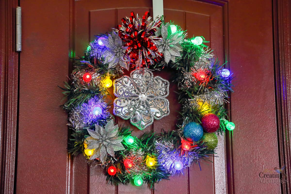 How to make an easy DIY Lighted Christmas Wreath for under $20